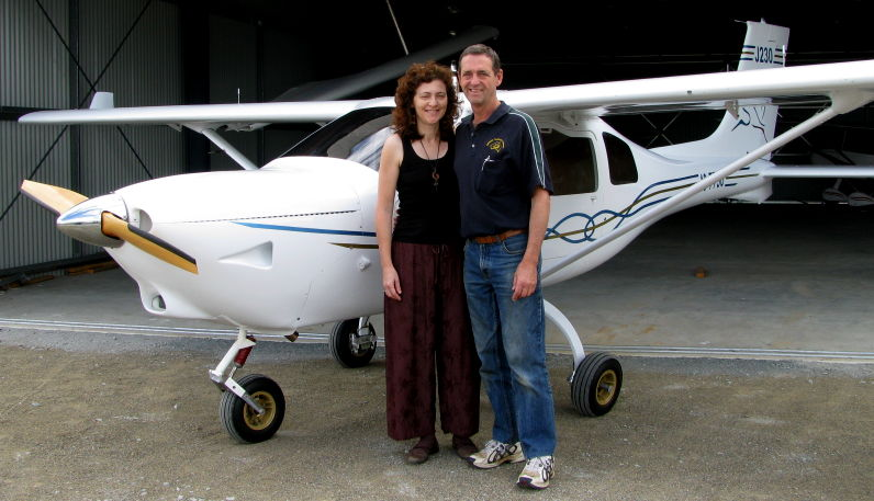 Mike and Priscilla Smith with their new Jabiru J230